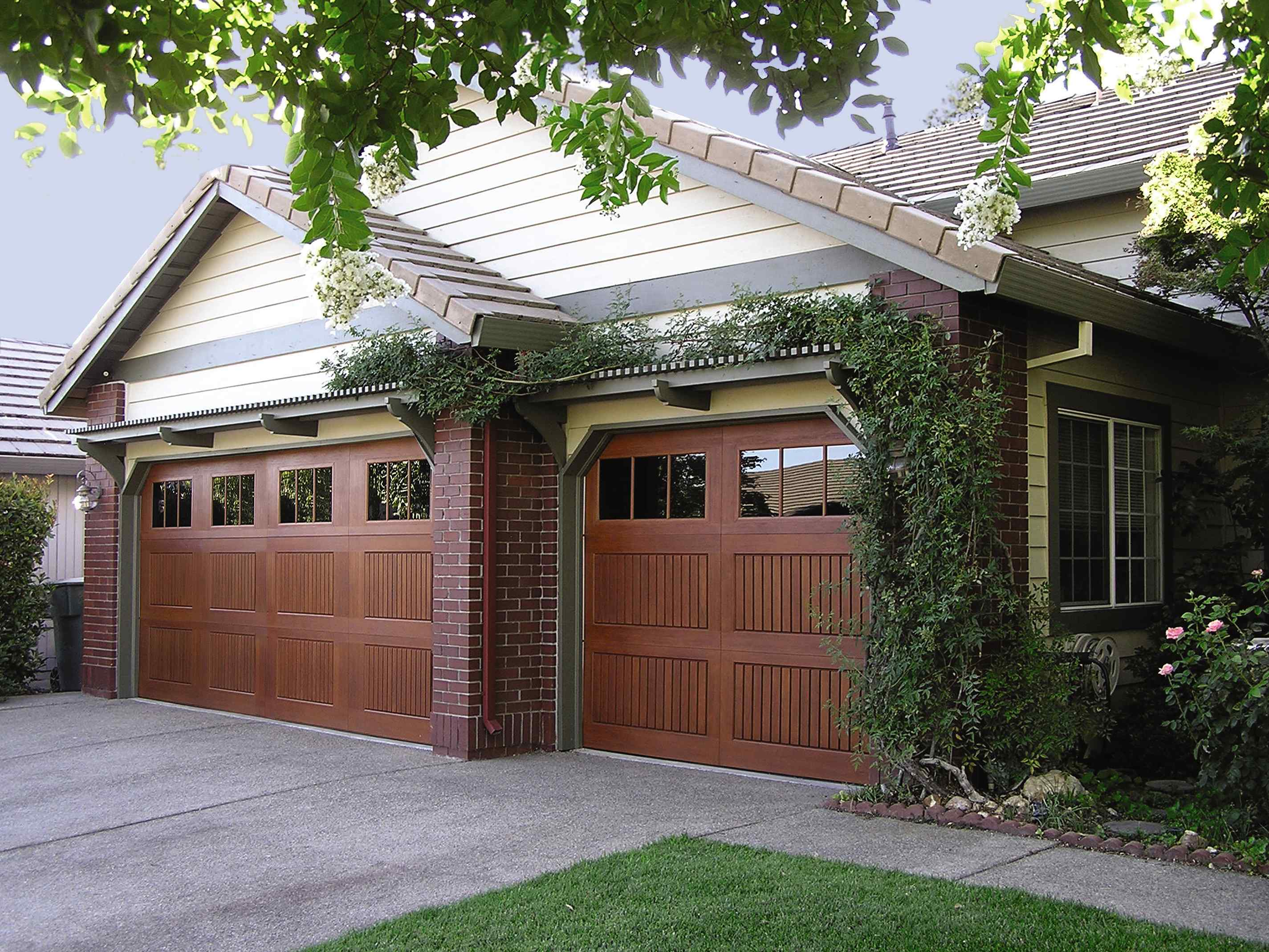 Impression Collection fiberglass garage doors - residential